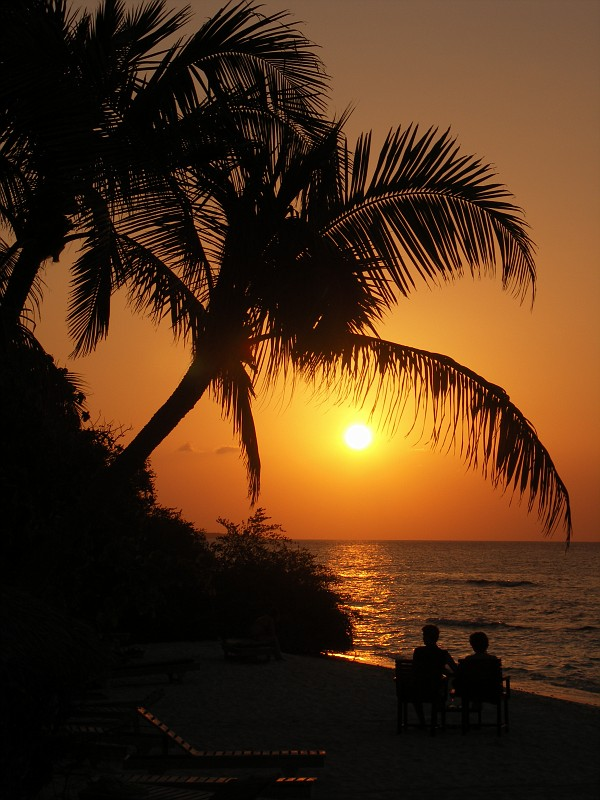 http://images60.fotki.com/v1395/photos/1/1172417/7091346/Maldives_RethiIslandSunset-vi.jpg